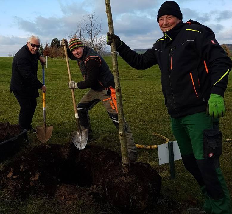 Präsident setzt seinen Hole-In-One Baum